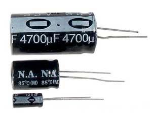 RAD 4700/25V RM5 Elektrolytický kondenzátor, radiální vývody, prům.18x36mm, 105°C - NH042